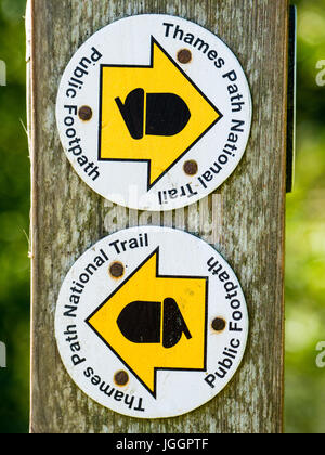 Thames Path Sign, nr Goring-on-Thames, Oxfordshire, England - Stock Photo