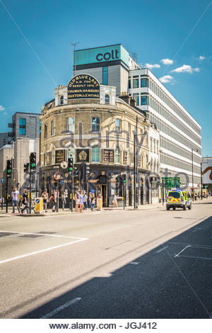 The Old Blue Last pub on Great Eastern Street, Shoreditch, London, UK - Stock Photo