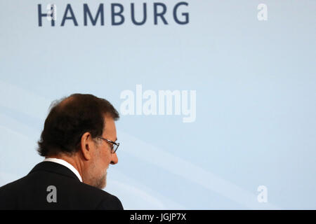 Hamburg, Germany. 7th Jul, 2017. Spanish Prime Minister Mariano Rajoy prepares to pose for the family photo during - Stock Photo