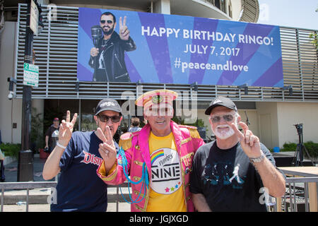Los Angeles, California, USA. 7th July, 2017.  Ringo Starr fans, Michael Culhane, Oleg K., and Ralph Saw, stand - Stock Photo