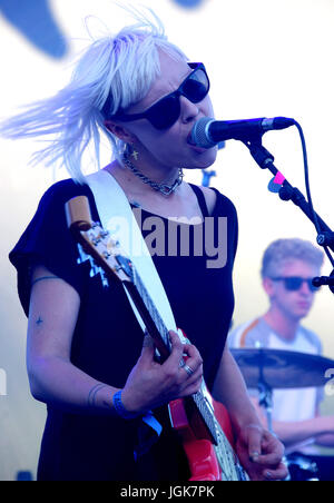 British band 'Dream Wife' performing live at the Majestic Hotel Beach during MIDEM  Featuring: Dream Wife Where: - Stock Photo