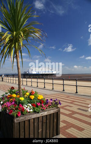Lincolnshire coastline, Cleethorpes pier - Stock Photo