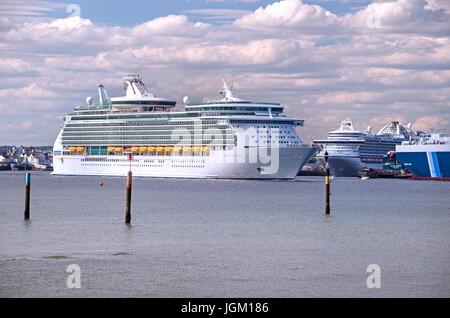 cruise ships in Southampton prot - Stock Photo