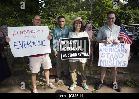 Various members of the Kensington Brooklyn neighborhood come out to support Muslims from various nations, immigrant - Stock Photo