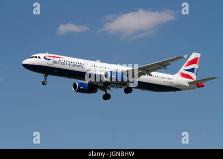 Civil aviation. British Airways Airbus A321-200 passenger aeroplane on approach against a blue sky - Stock Photo