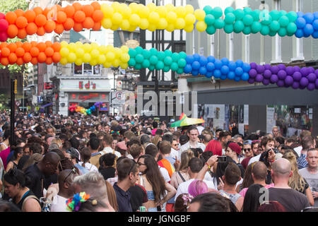 London, UK. 8th July, 2017. Compton Street in Soho is packed with revellers creating a carnival atmosphere during - Stock Photo