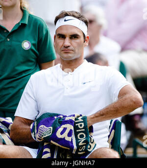 London, UK, 8th July 2017: Swiss tennis player Roger Federer in action at day 6 at the Wimbledon Tennis Championships - Stock Photo