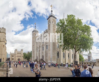 London, Britain, United Kingdom, Sumer 2016: [ Her Majesty's Royal Palace and Fortress of the Tower of London ] - Stock Photo