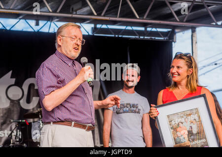 Vancouver, Canada. 8th Jul, 2017. Dan McLeod, owner, publisher, and editor of the weekly newspaper, The Georgia - Stock Photo