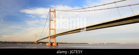 Autumn, Humber Bridge, from Barton-upon-Humber village side, East Riding of Yorkshire, England - Stock Photo