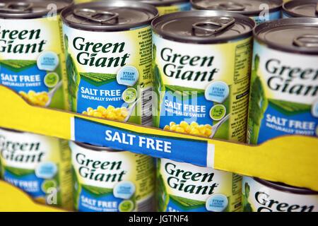 Tins of salt free Green Giant sweetcorn - Stock Photo