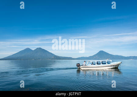 Central America, Guatemala, Lago de, Atitlan, lake, Santiago, fisherman, boat, indian, maya, native, mundo maya. - Stock Photo