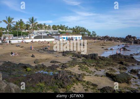Playa de la Barilla, kleiner Badestrand in Puerto del Carmen, Lanzarote, Kanarische Inseln, Europa | Playa de la - Stock Photo