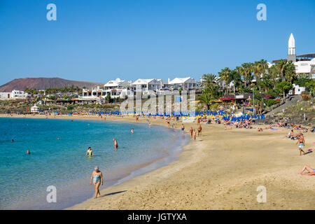 Badestrand Playa Dorada bei Playa Blanca, Lanzarote, Kanarische Inseln, Europa | Playa Dorada at Playa Blanca, Lanzarote, - Stock Photo