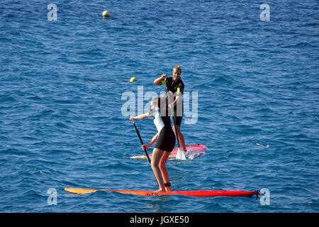 Stand-up Paddler vor Playa Blanca, Lanzarote, Kanarische Inseln, Europa | Stand-up Paddling at Playa Blanca, Lanzarote, - Stock Photo