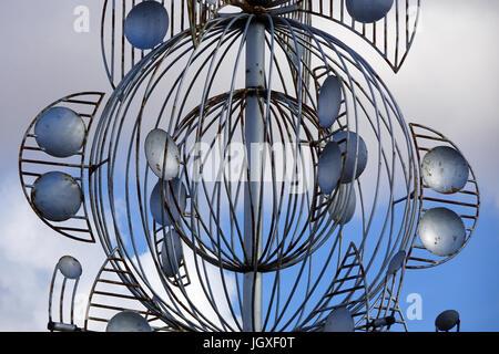 Silbernes Windspiel an einer Kreuzung, Abfahrt zur Fundacion Cesar Manrique, Tahiche, Lanzarote, Kanarische Inseln, - Stock Photo