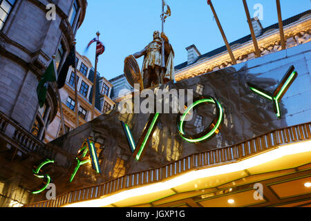 Outside view of Savoy hotel, Britain's first luxury hotel in central London, opened in 1889 and closed in 2007 for - Stock Photo