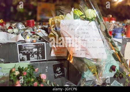 la republique contre le fanatisme life is good. Spontaneous homage at the victims of the terrorist attacks in Paris - Stock Photo