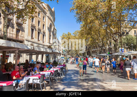 Barcelona Catalunya spain Las Ramblas tourists walking along Las Ramblas Barcelona las ramblas la rambla barcelona - Stock Photo