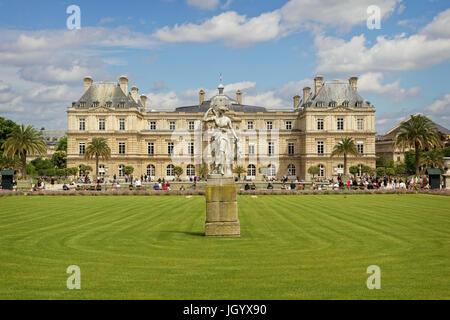 Le Palais du Luxembourg - Paris - Stock Photo