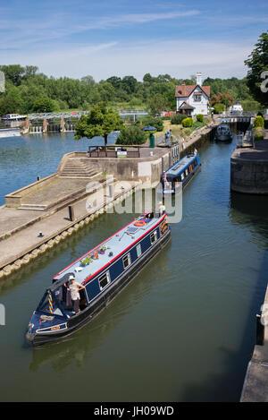 Narrowboats going through Goring Lock, Goring-on-Thames, South Oxfordshire, England - Stock Photo