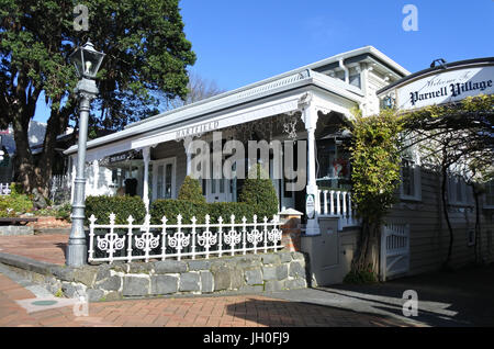 Parnell village in Auckland, New Zealand.Parnell is Auckland's oldest suburb famed for its boutique style stores, - Stock Photo