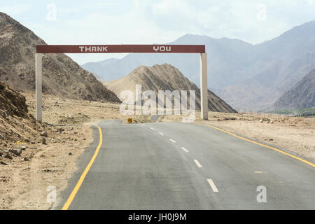 Empty road on high altitude Ladakh-Leh road in Himalayan mountain, state of Jammu and Kashmir, India. - Stock Photo