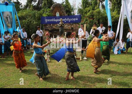 Assumption celebration outside Battambang catholic church, Battambang. Traditional dance. Cambodia. - Stock Photo