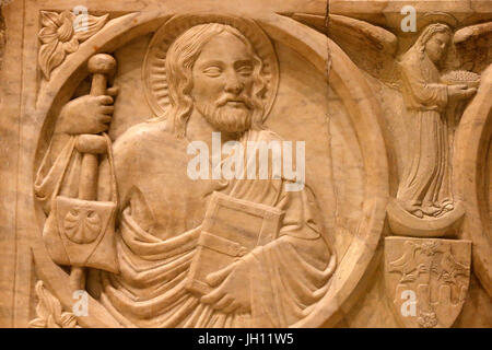 The Victoria and Albert Museum. Relief from a sarcophagus. 1350-75. Italy, Naples. Detail : St James. United kingdom. - Stock Photo