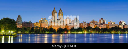 Panoramic view of Central Park West at dawn and the Jacqueline Kennedy Onassis Reservoir. Upper West Side, Manhattan, - Stock Photo
