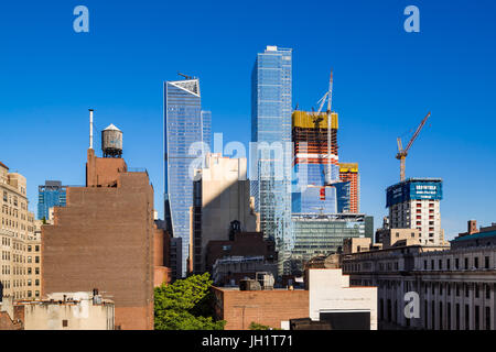 The Hudson Yards construction site (2017) and The Eugene skyscrapers. Midtown, Manhattan, New York City - Stock Photo