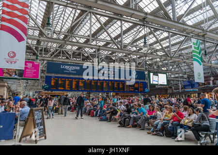 Glasgow, Scotland, UK - August 1, 2014: Members of the public on the concourse of Central Station during the 2014 - Stock Photo