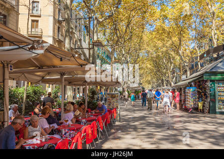 Pavement cafe restaurant on La Rambla (Las Ramblas) boulevard the promenade through Barcelona, Catalonia (Catalunya), - Stock Photo