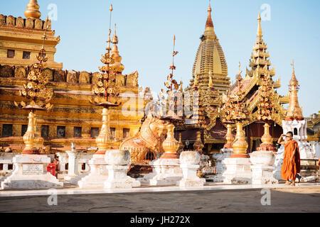 Shwezigon Pagoda, Nyaung-U, near Bagan (Pagan), Mandalay Region, Myanmar (Burma), Asia - Stock Photo
