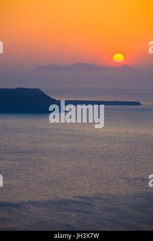 Sonnenuntergang ueber der Caldera, Thira, Santorin, Kykladen, Aegaeis, Griechenland, Mittelmeer, Europa | Sunset - Stock Photo