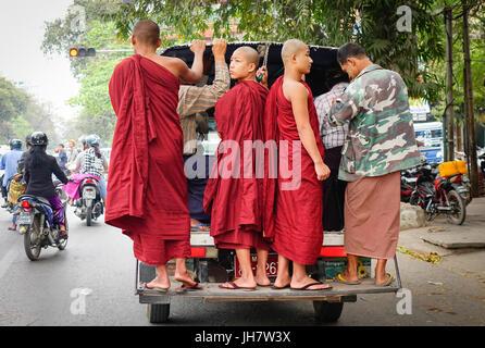 Yangon, Myanmar - Feb 25, 2016. Buddhist monks standing on a bus at rush hour in Yangon, Myanmar. Yangon is the - Stock Photo