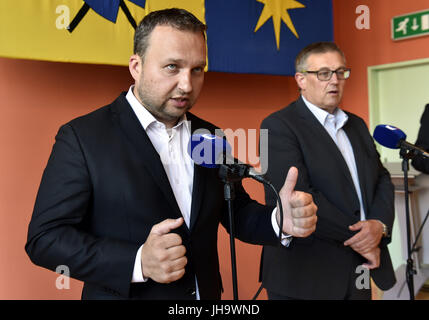 Zlin, Czech Republic. 13th July, 2017. Czech Agriculture Minister Marian Jurecka (left) and State Veterinary Administration - Stock Photo
