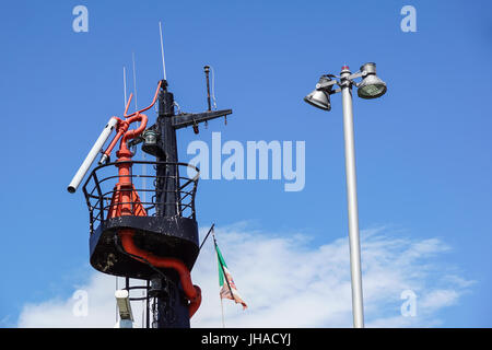 rescue boat detail device for launching and lifting boat from water - Stock Photo