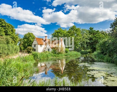 Willy Lott's Cottage by flatford mill where John Constable painted the Haywain. - Stock Photo