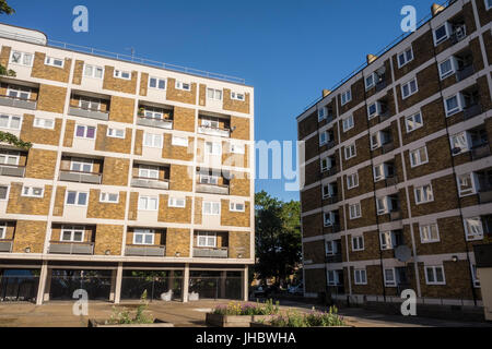 Social housing in Globe Town, Cambridge Heath Road, Bethnal Green, Tower Hamlets, East London, UK - Stock Photo