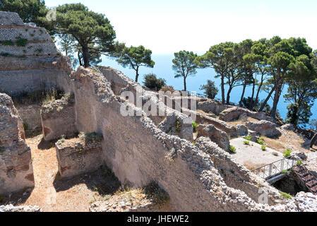 the ruins of villa jovis a roman palace atop monte tiberio on the italian island of capri. - Stock Photo
