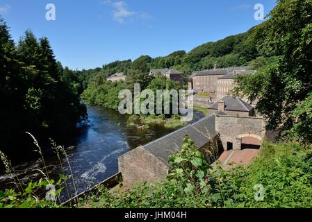 The river Clyde runs past the mill at the New Lanark World Heritage site in Lanarkshire, Scotland, UK. Europe - Stock Photo