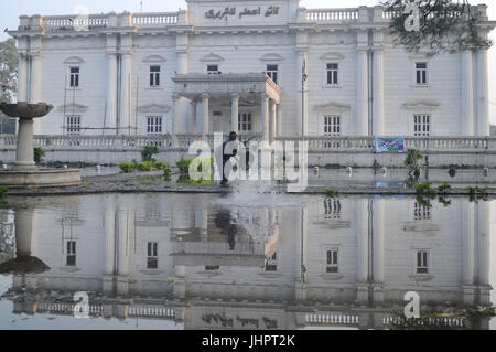 Lahore, Pakistan. 15th July, 2017. An attractive reflection of stagnant rain water accumulated in courtyard of Quaid - Stock Photo