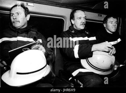 Fire fighters from West Midlands Fire Brigade get ready to go bake to their fire station after a fire has been put - Stock Photo