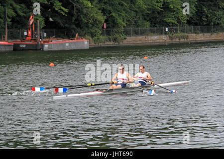 Walton Rowing Club (Winners). Novice Double FINAL. 150th Molesey Amateur Regatta, 15th July 2017, River Thames, - Stock Photo
