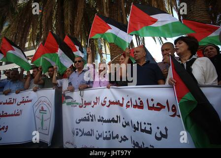 Nablus, West Bank, Palestinian Territory. 16th July, 2017. Palestinian protesters chant slogans during a demonstration - Stock Photo
