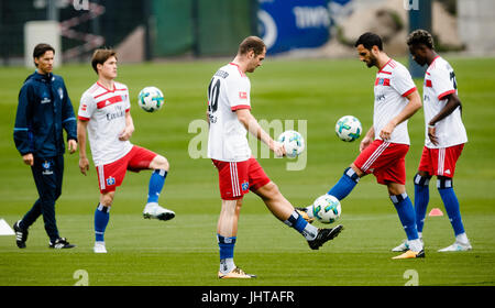 Hamburg, Germany. 16th July, 2017. Pierre-Michel Lasogga (M) of the German Bundesliga Team Hamburger SV trains with - Stock Photo