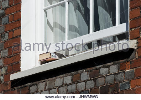 A hardback copy of the Winston and Clementine Churchill book, Speaking For Themselves, propping open an old sash - Stock Photo