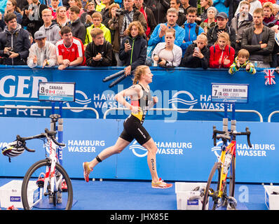Hamburg, Germany. 16th July, 2017. Laura Lindemann of Germany running during the Mixed Team event at the ITU World - Stock Photo