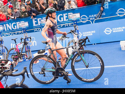 Hamburg, Germany. 16th July, 2017. Katie Zaferes of the USA running during the Mixed Team event at the ITU World - Stock Photo